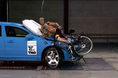 краш тест volvo и велосипедист