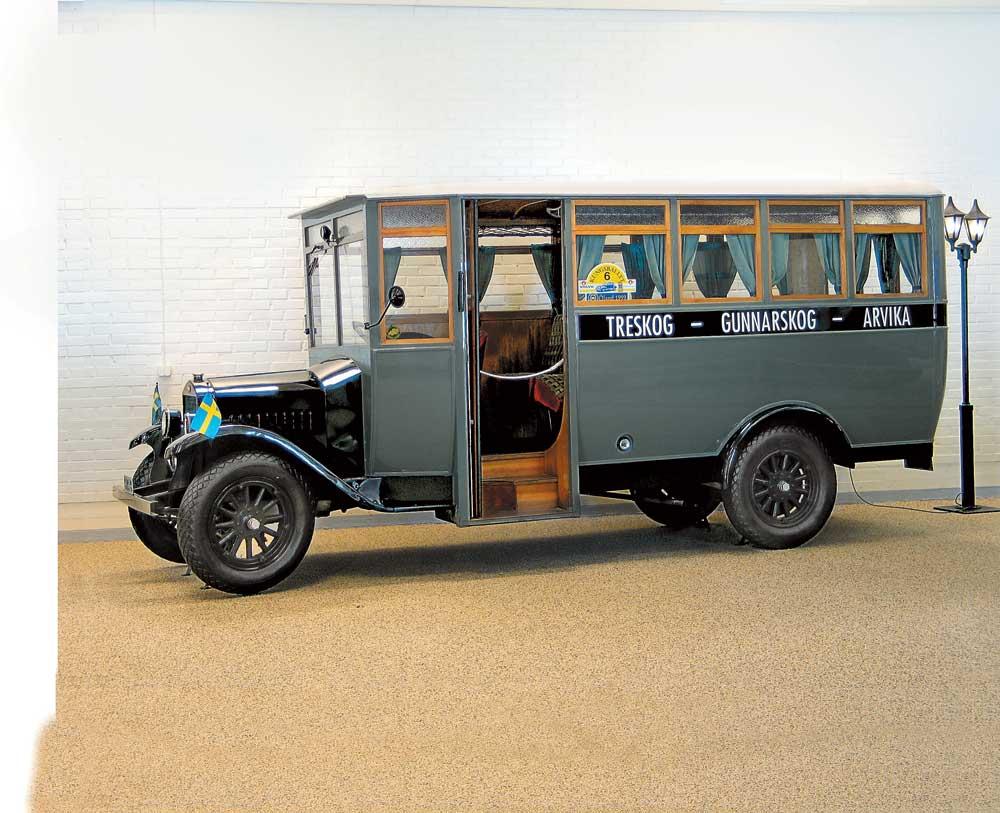Первый автобус Volvo, модель LV45 (1928 г.)