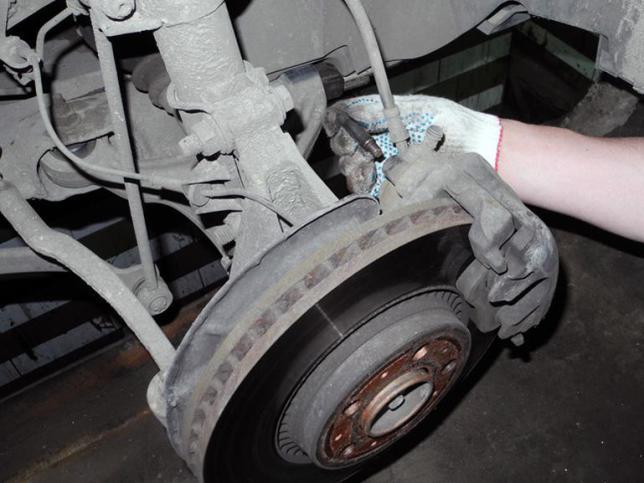 Замена тормозных колодок на Вольво самостоятельно